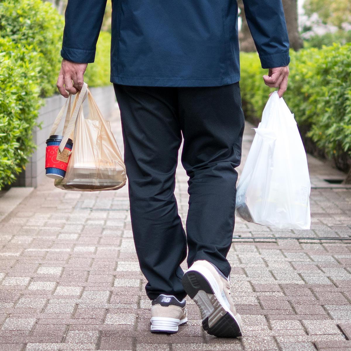 買い物袋と一緒にコーヒーが持てるテイクアウト用ドリンクバッグ